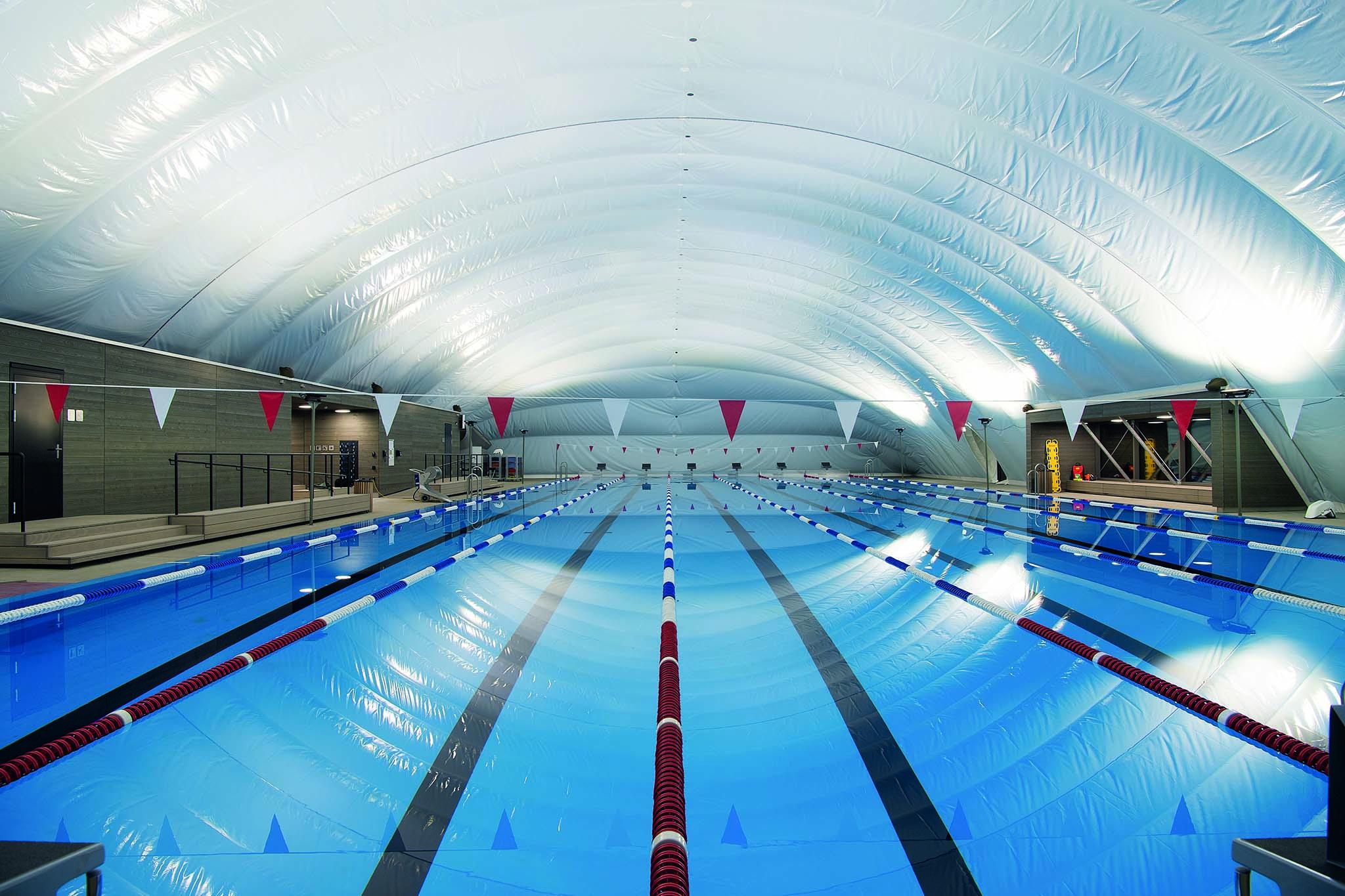 Ansicht der Membranhalle des Schwimmbads Eglisee Basel