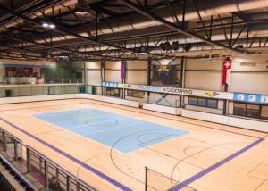 Bild der Sporthalle des Basketballfeld des Sportcenters Palamondo Cadempino