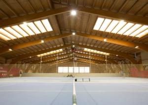 Bild der Tennishalle im Sport World Baregg