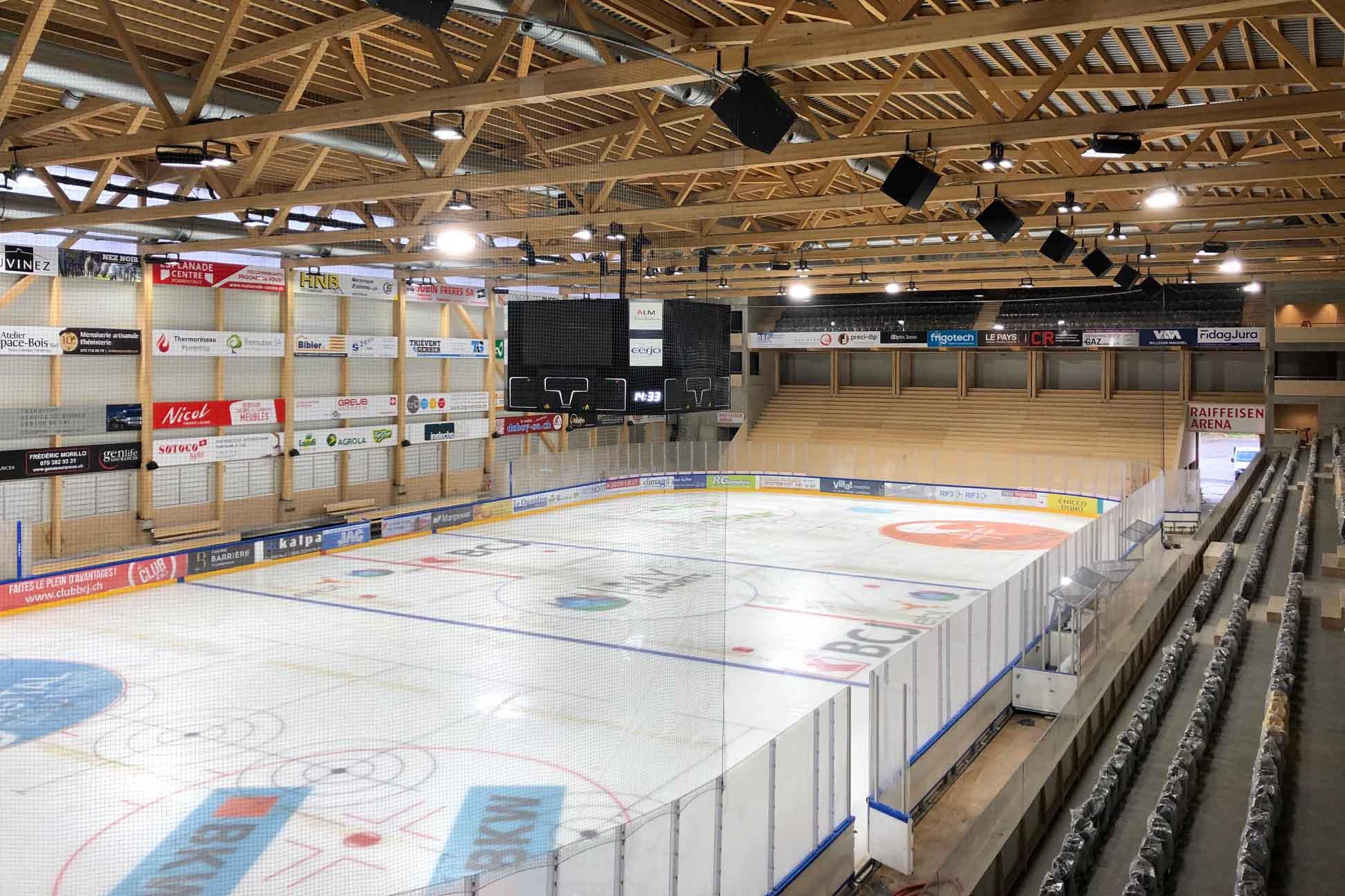 Bild des Eisfeldes der Raiffeisen-Arena in Pruntrut