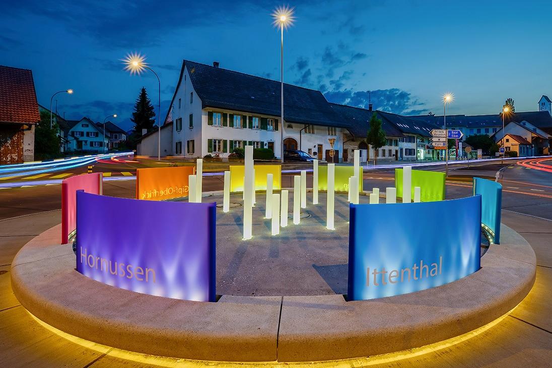 Foto des beleuchteten Kreisels in Frick (Foto: Novoglas AG)