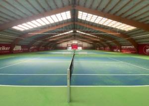 Foto der Tennishalle des Tennis- und Squashcenters Auwiesen