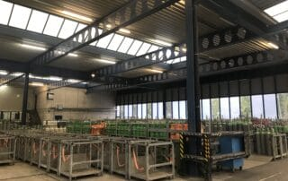 Bild der alten FL-Röhrenbeleuchtung in der Industriehalle der Firma PanGas
