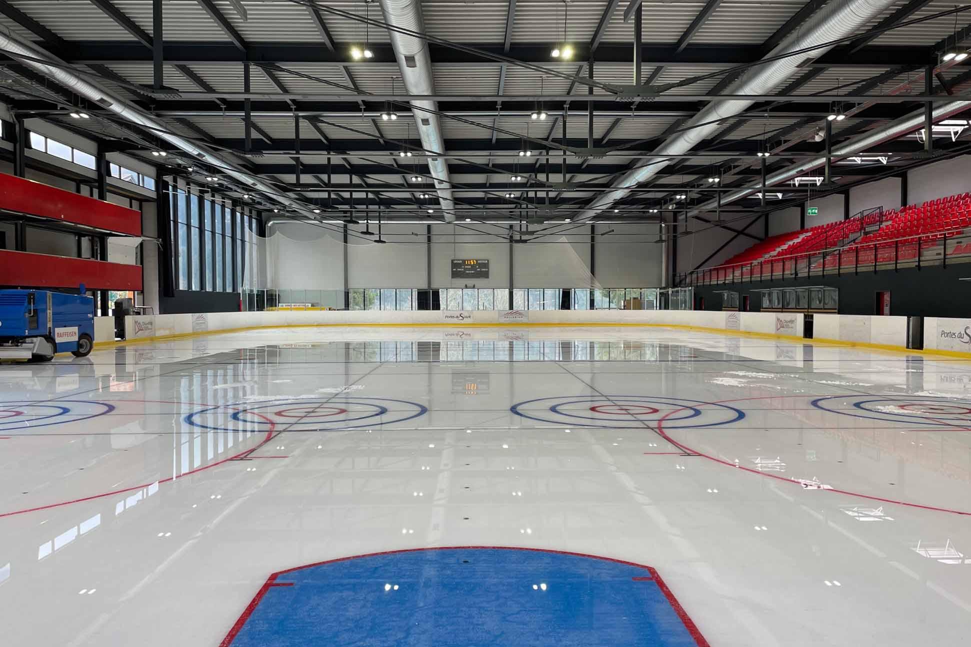 Bild des Eisfeldes in der Palladium Eishalle Champéry