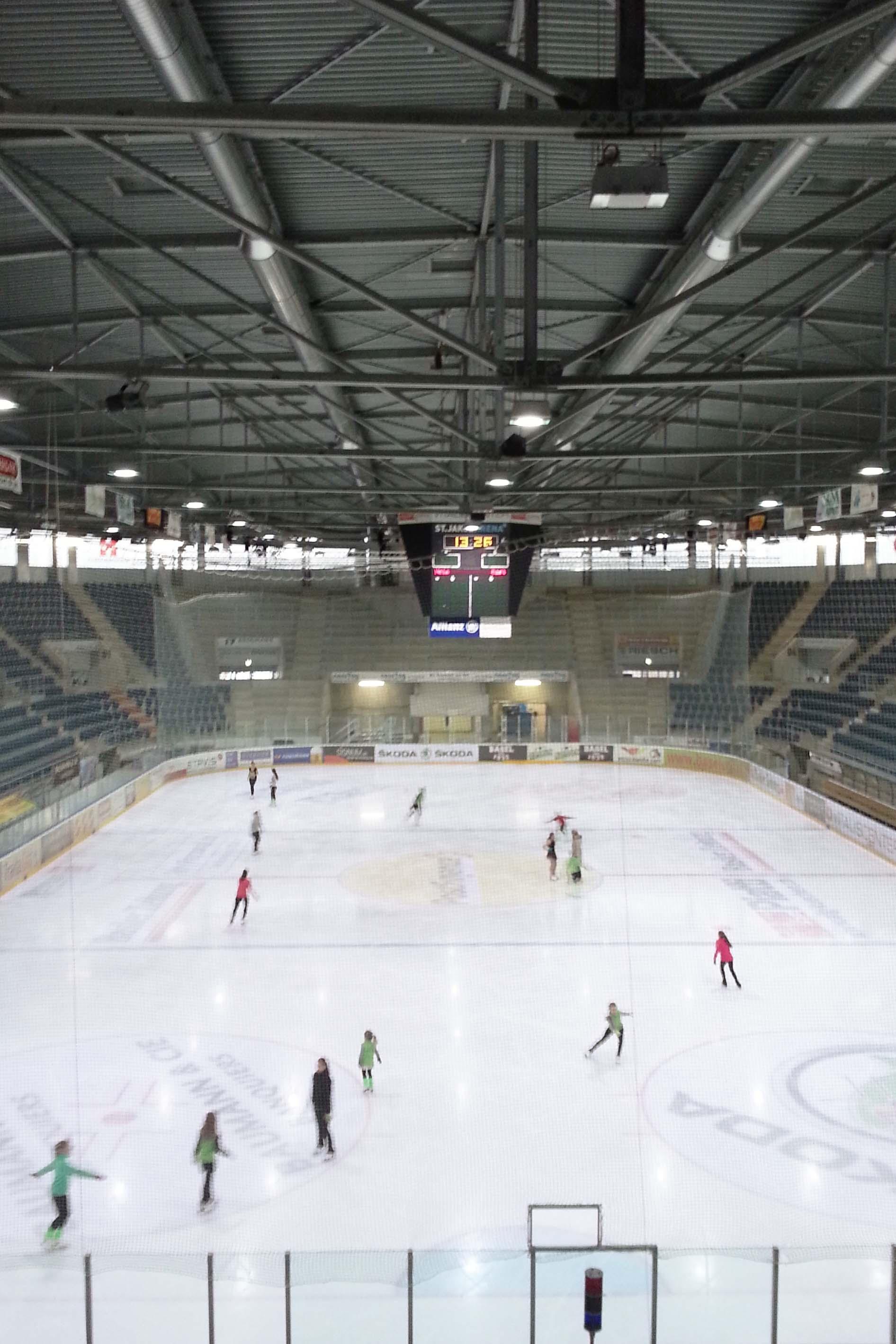 Bild der Eisfläche in der Eissporthalle St. Jakob-Arena (Foto: California Hockey)