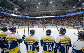 Siegerfoto des HC Ambrì-Piotta im Stadion (Foto: HC Ambrì-Piotta)